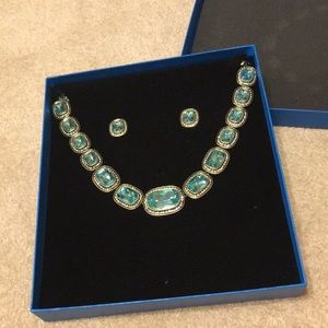 Aqua blue stone necklace and earring set!